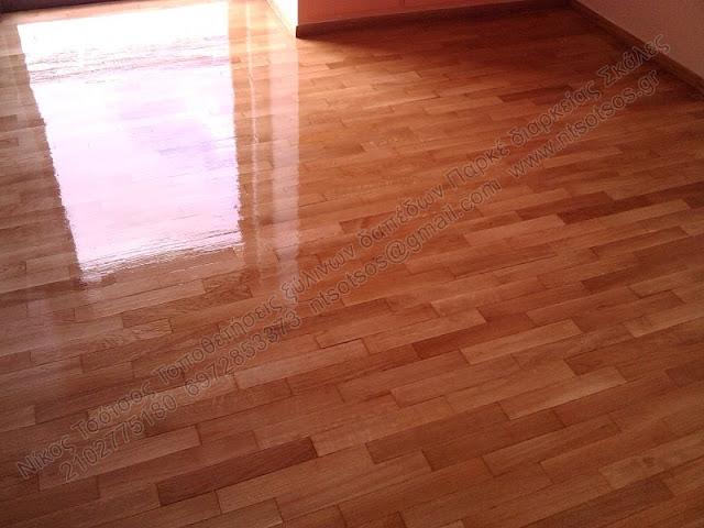 Συντήρηση σε ξύλινο πάτωμα με τρίψιμο και γυάλισμα