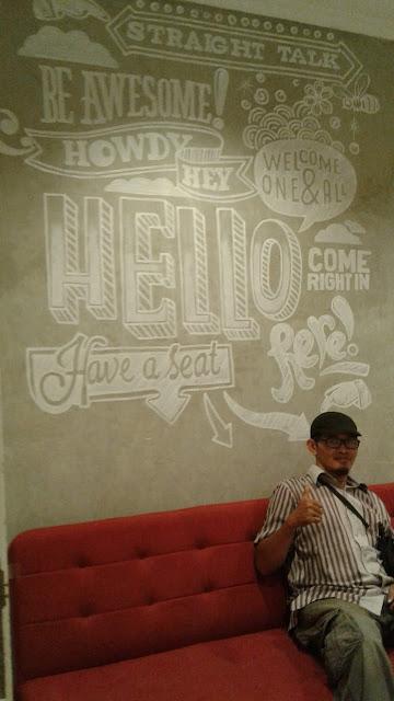Mural Quotes di Ruang Tamu