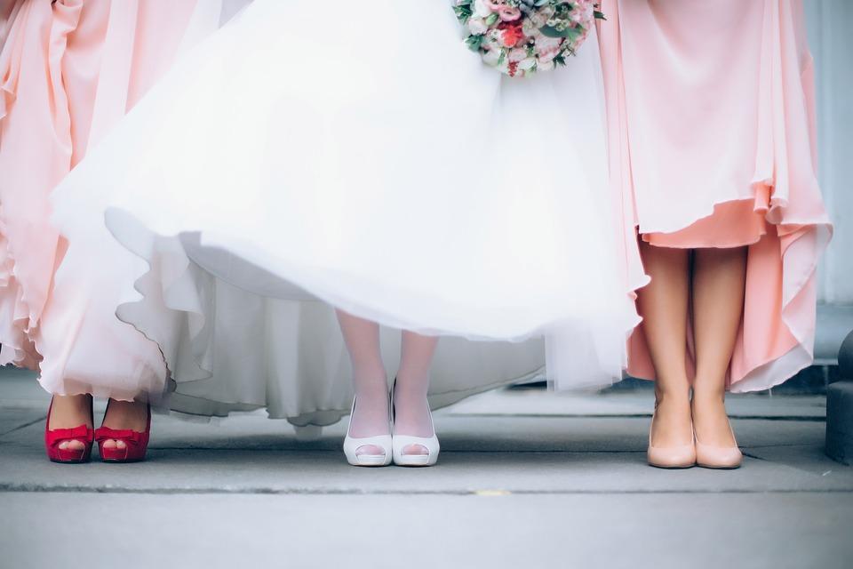 b9b5ca9a48 Najmodniejsze sukienki weselne na rok 2019