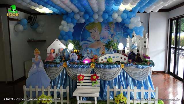 Decoração de festa Cinderela tradicional forrada com tecido