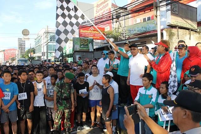 Walikota Lepas Ribuan Peserta Lomba Lari Marathon 10 Kilometer