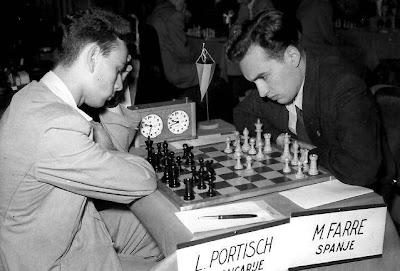 Partida de ajedrez Farré-Portisch en el III Campeonato Mundial Juvenil de Ajedrez Amberes 1955