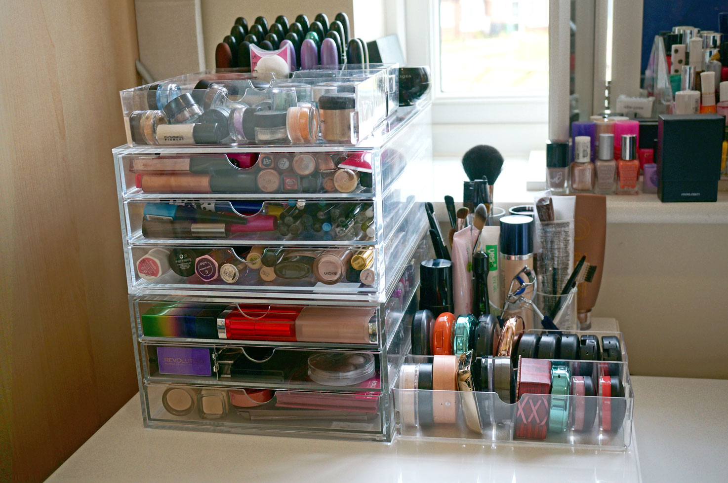 The Advantages Of Using Large Acrylic Makeup Organizer