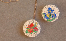 make eggshell mosaic pendants with the kids!