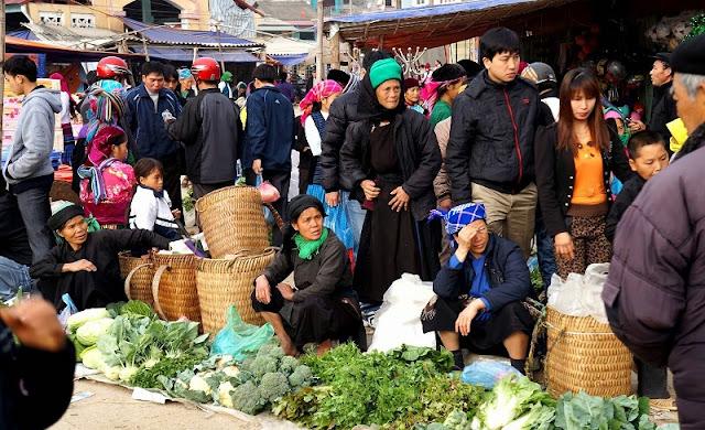 Colourful Dong Van market in Ha Giang 1
