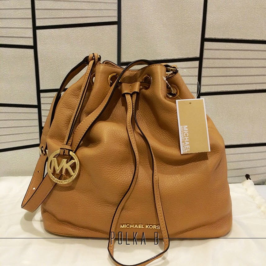 93f94b6f362f58 Michael Kors Large Jules Drawstring Shoulder Bag - Suntan .