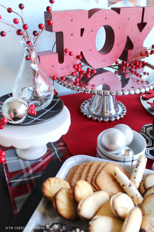 tips for holiday party, create a focal point on holiday table, centerpiece