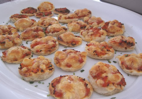 Mini Pizza with Tomato, Cheese, and Peppers