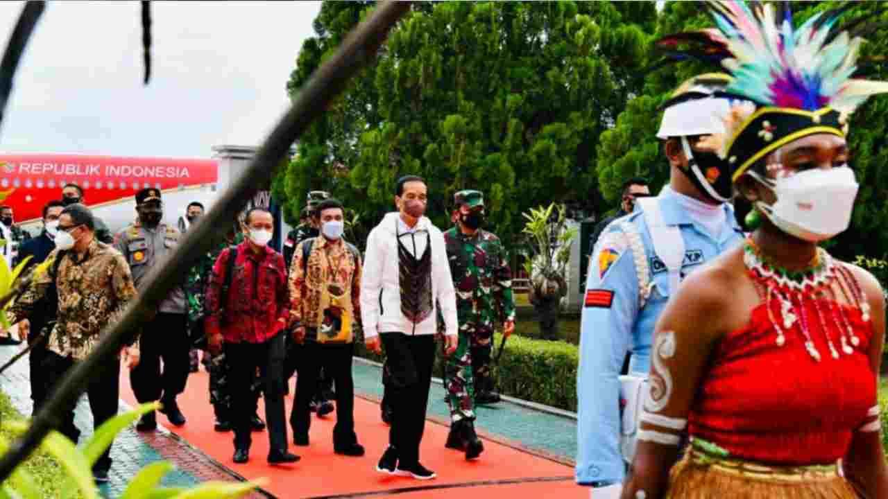Tiba di Papua, Presiden disambut Tarian Selamat Datang Khas Sentani
