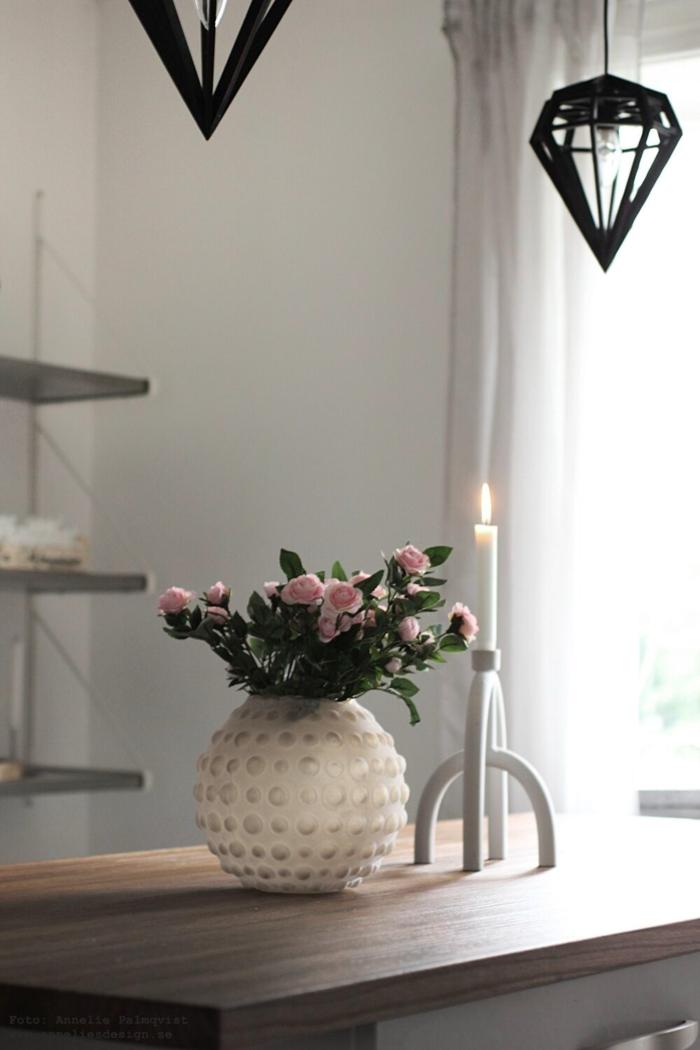 annelies design, webbutik, webbutiker, inredning, kök, blomma, blommor, naturtrogna blommor, konstgjorda växter, kök, köket, vas, ros, rosor, vas, rosa, lampa, lampor,