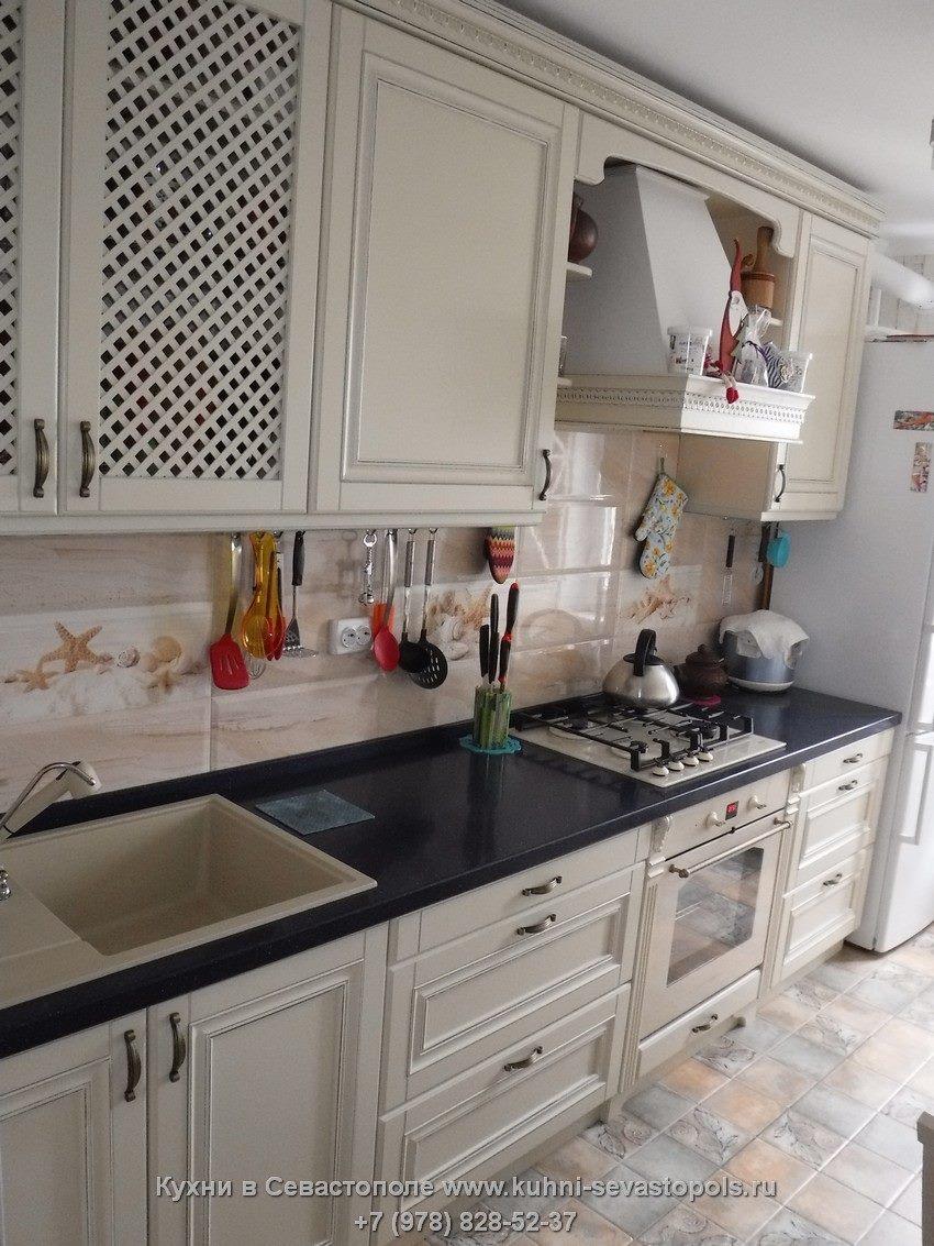 Классические кухни из массива Севастополь