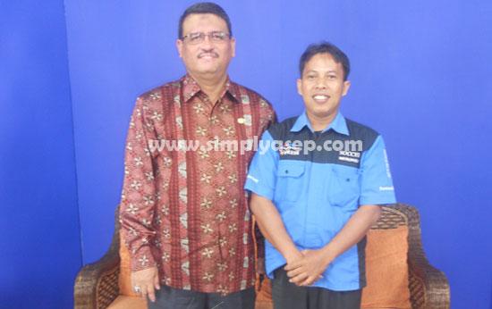 Penulis saat berfoto bersama Bapak Prof.Dr.Thamrin Usman DEA, Rektor Universitas Tanjungoura, pada bulan Nopember 2013 yang lalu.  Foto Istimewa