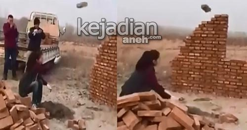 Video Wanita Bangun Rumah dengan Tangan Kosong