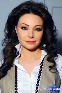 نادين تحسين بيك (Nadine Tahsin Bik)، ممثلة سورية، من مواليد 22 يونيو 1978 في دمشق - سوريا.