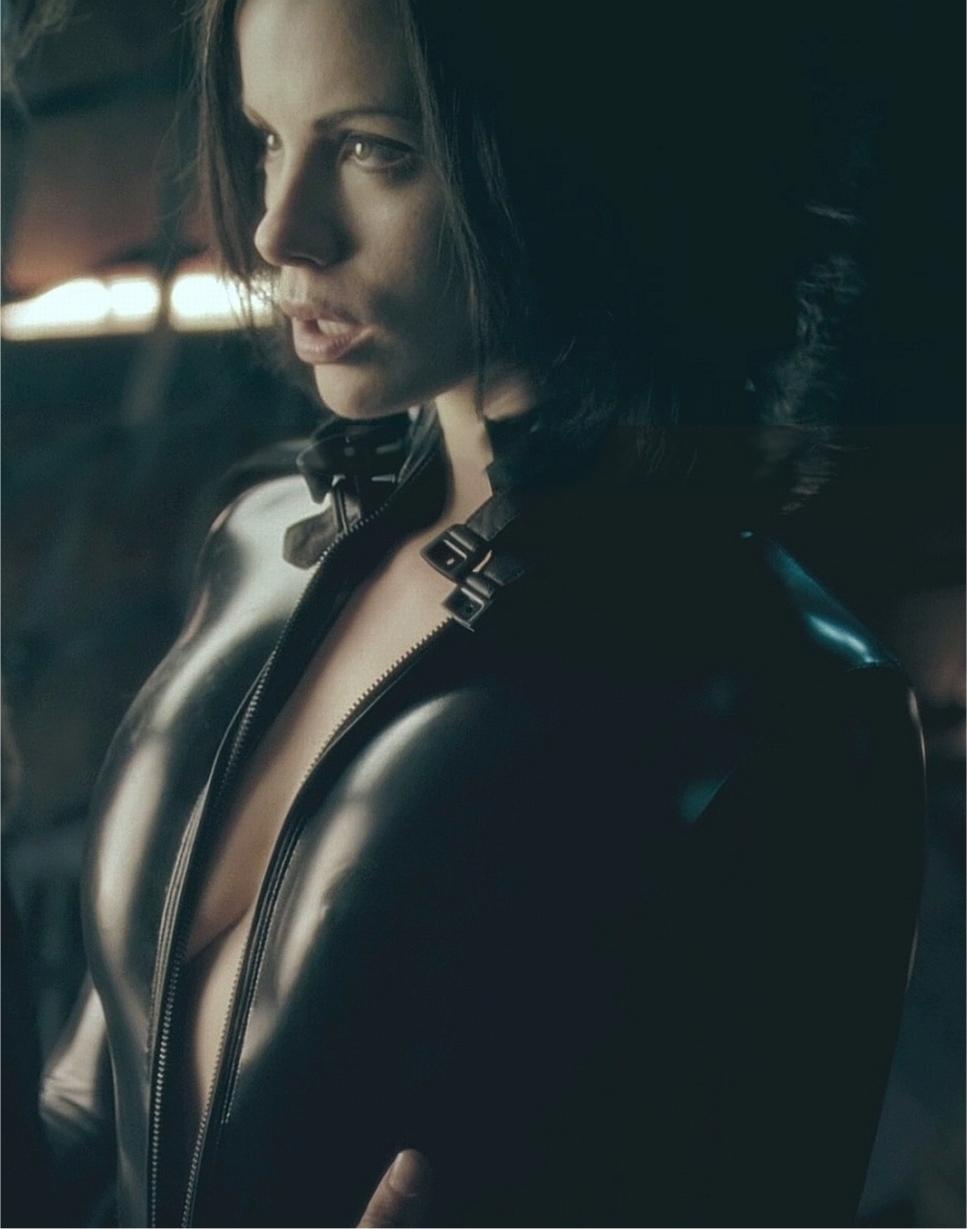 Kate Beckinsale Sexy Scene 86