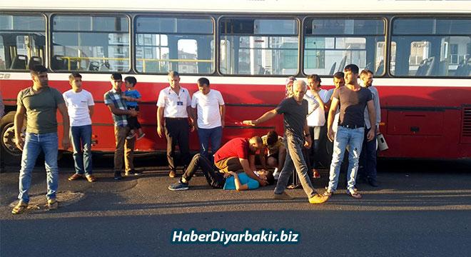 Diyarbakır Büyükşehir Belediyesine ait otobüs bir gence çarptı