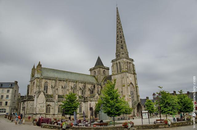 Catedral Treguier viaje Bretaña turismo pueblos bonitos