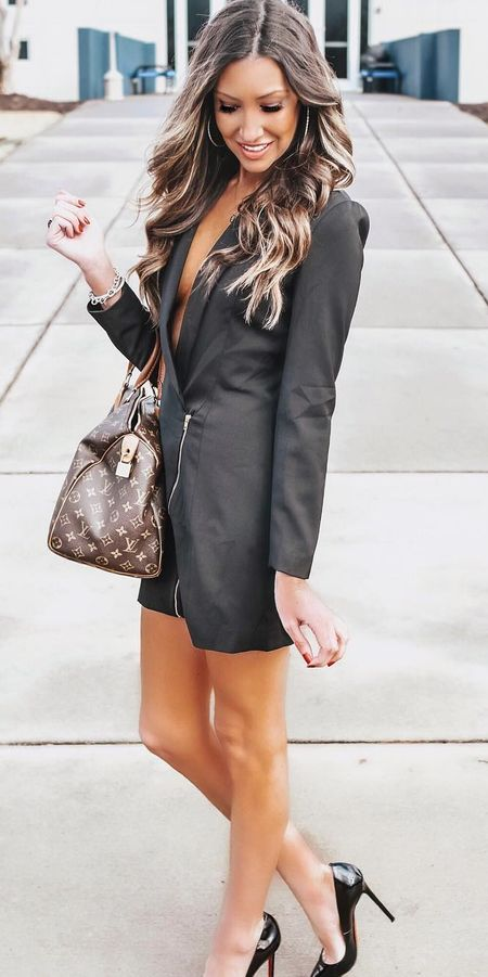 Selene blazer dress | Casual blazer outfits are arguably the best work outfits. Find the best work blazer with these 25 womens blazer outfit ideas. Best blazer styles and blazer fashion via higiggle.com #blazer #workoutfits #fashion #style