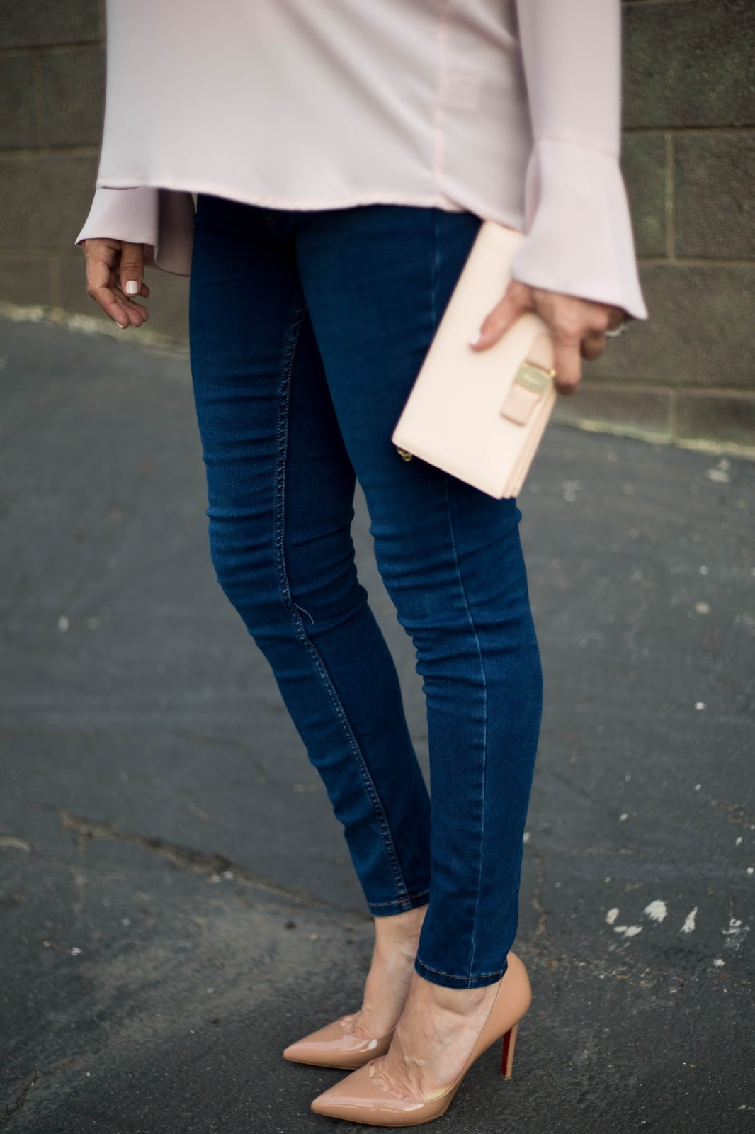 blush bell sleeve top and skinny jeans