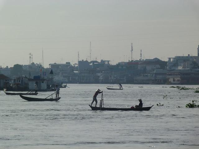 Barcas sobre el rio Mekong en Chau Doc