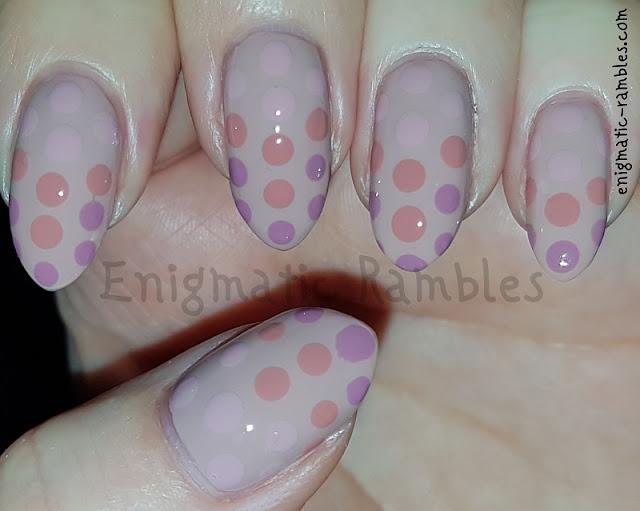 Gradient-Ombre-Dot-Nails