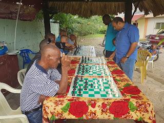 Ramírez y Adames imparten simultánea de ajedrez en Pizarrete Bani.