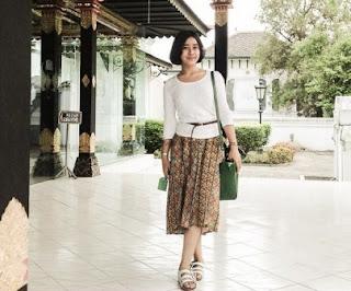 Desain Baju Kerja Buat Wanita Biar Tetap Cantik dan Menarik