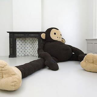 Puff en forma de  mono gigante