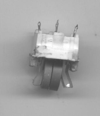 Estructura interna de un PTC de tres patas.
