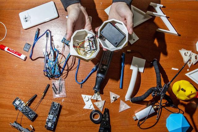 Jovens desenvolvedores  uma rede Wi-Fi especial para ajudar em desastres naturais
