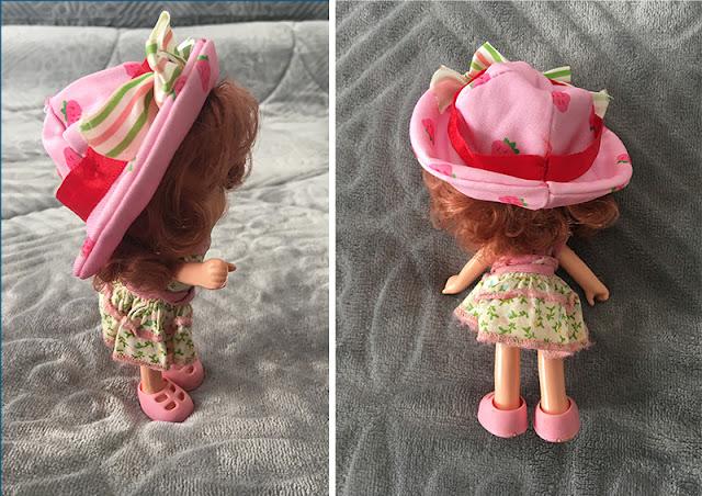 boneca de lado e de costas