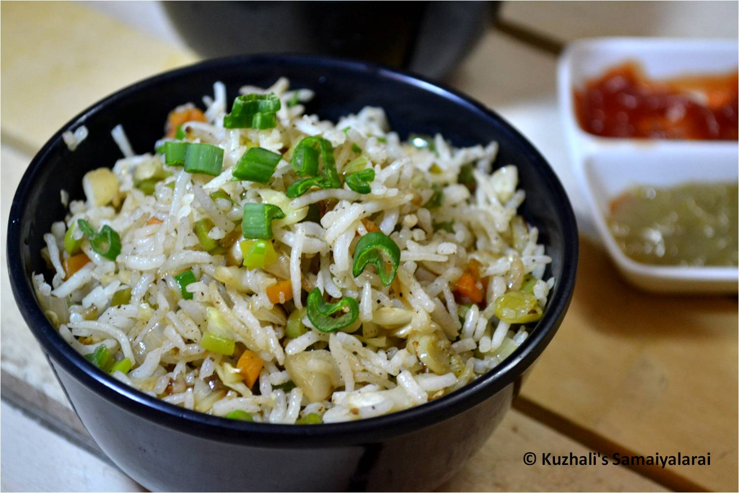 http://www.kuzhalisamaiyalarai.in/2017/12/vegetable-fried-rice-recipe-chinese.html