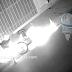 Se accidenta motociclista y por poco arde en llamas junto con su moto.