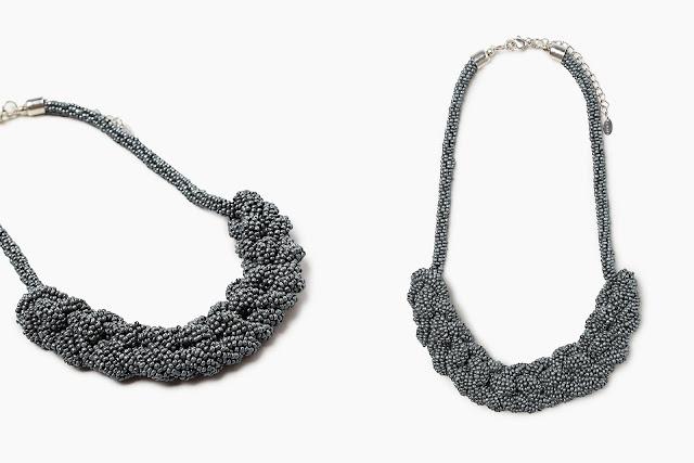 Collana corta intrecciata in perline di vetro | Outfit Natale 2017