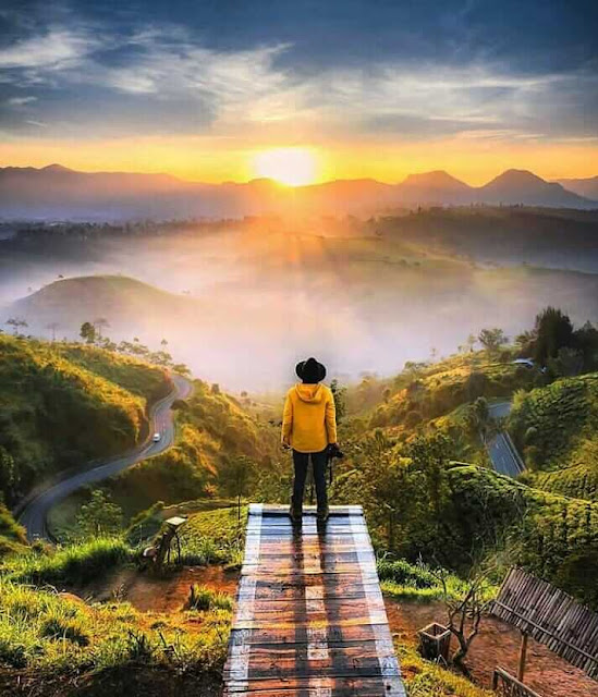 sunrise di bukit cukul bandung
