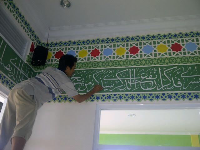contoh kaligrafi untuk masjid