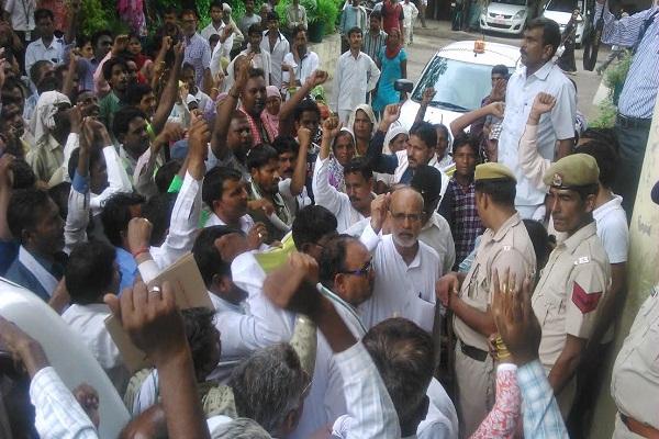 करनाल में महारैली करेंगे कर्मचारी, आज किया फरीदाबाद में प्रदर्शन
