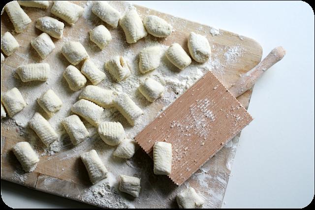Anleitung für Ricotta-Gnocchi auf Rillenbrett  (Gnocchi für Dummies) | Arthurs Tochter Kocht von Astrid Paul