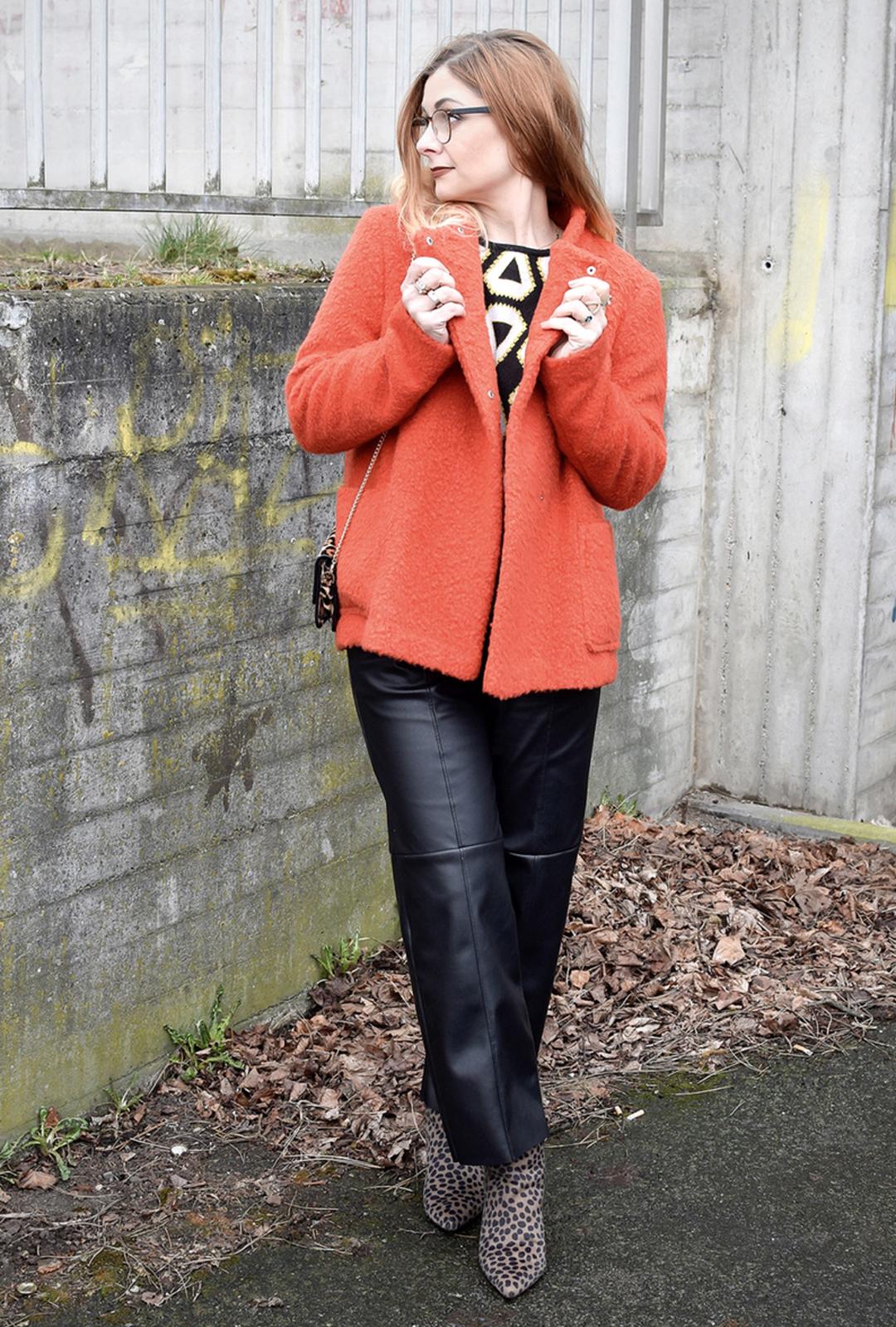 Schwarze Lederhose, Lederhose Frauen, Schwarz und Orange