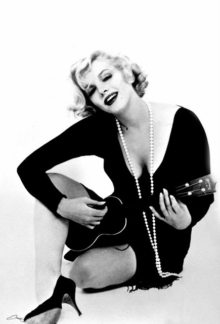 Marilyn Monroe in Promo Photoshoot for Some Like It Hot