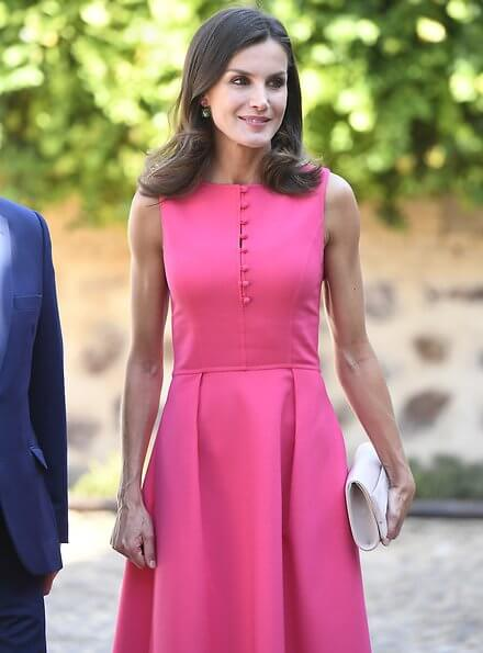 Queen Letizia wore a fuchsia-pink bespoke dress by Carolina Herrera and the Queen wore Coolook Sila earrings.