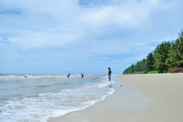 ialah salah satu objek wisata unggulan kabupaten Indragiri Hilir Pantai Solop, Wisata Tersembunyi di Indragiri Hilir
