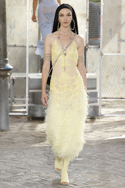 Arm cuff Givenchy alta costura SS 2016 Desfile