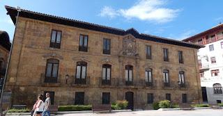 Oviedo, Palacio de Valdecarzana.