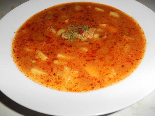 NAŠE KUCHYNĚ: Vydatná podzimní polévka s bramborami