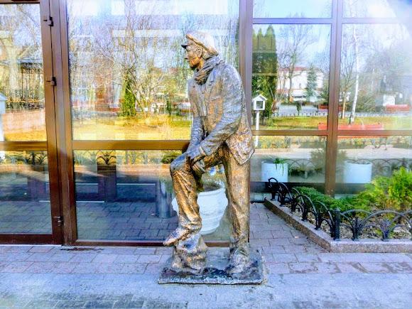 Одесса. Горсад. Скульптура Остапа Бендера. Ильф и Петров «Двеннадцать стульев»