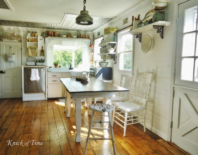 Farmhouse Kitchen http://knickoftimeinteriors.blogspot.com/