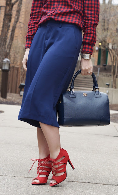 culottes and tory burch navy bag