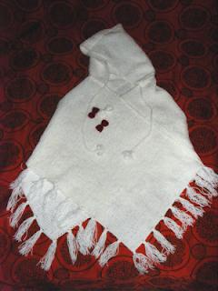 poncho handmade tricotat alb rosu canafi