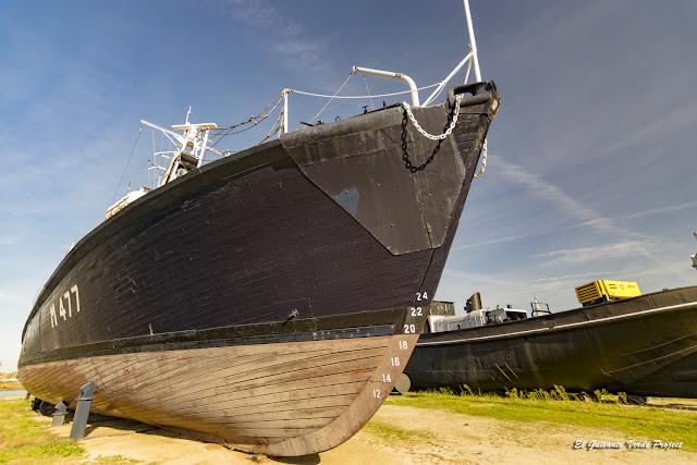 Barcos en el antiguo muelle - Amberes por El Guisante Verde Project